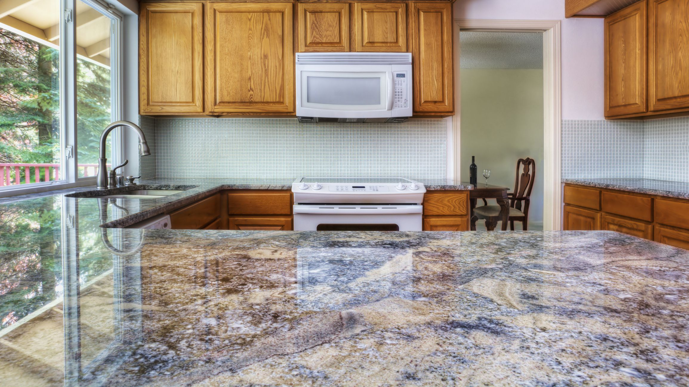 Advice for Choosing a Kitchen and Bathroom Countertop