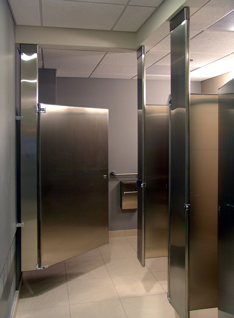 The Different Types Of Toilet Partitions - Metal bathroom stall partitions