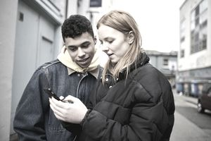 A shopper interacts with a chatbot.