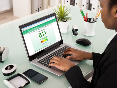 Business woman with credit score on a computer