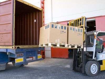shipping a eBay order using forklift and boxes by open truck
