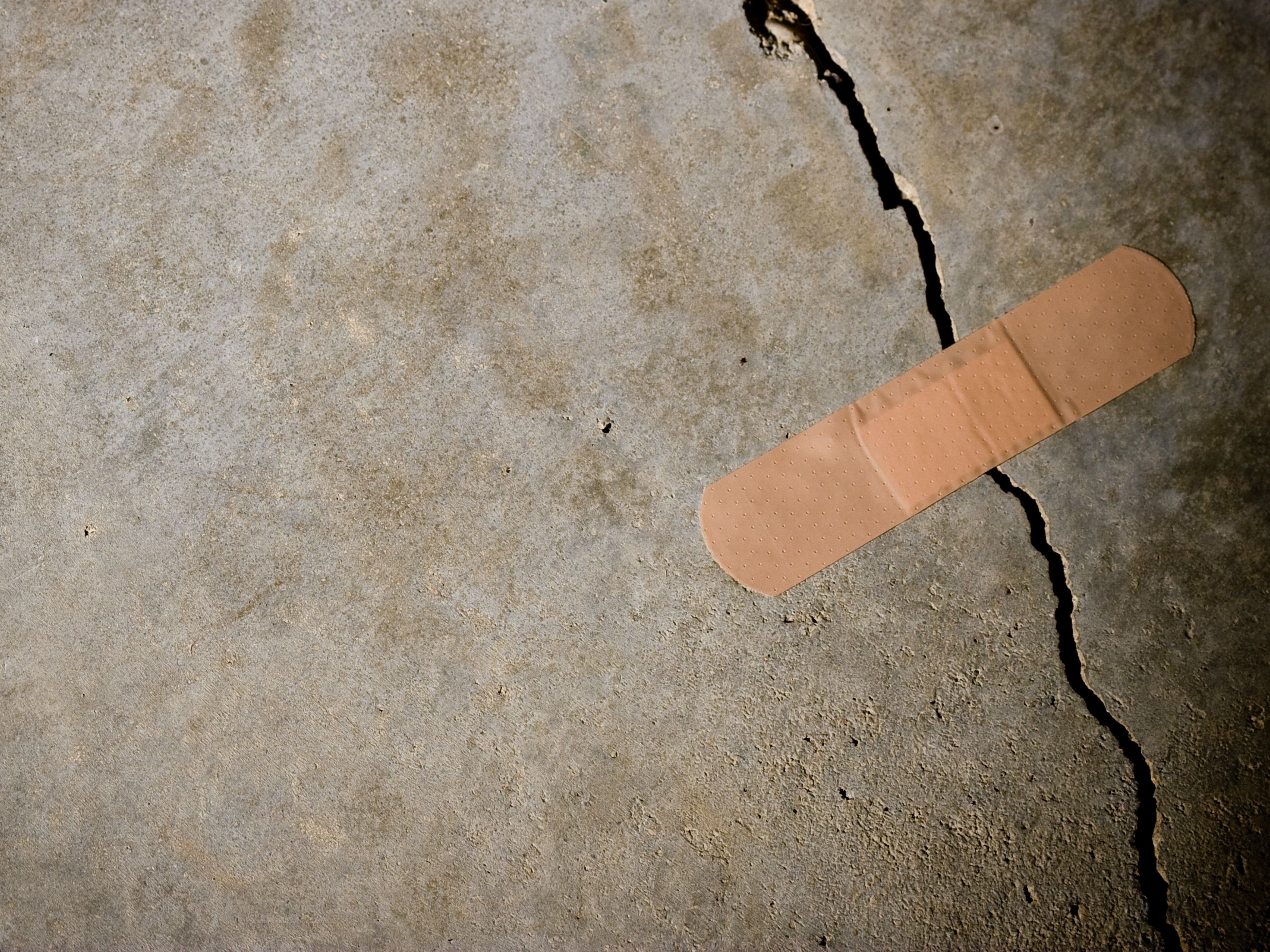 Repairing Concrete Cracks Using Epoxy