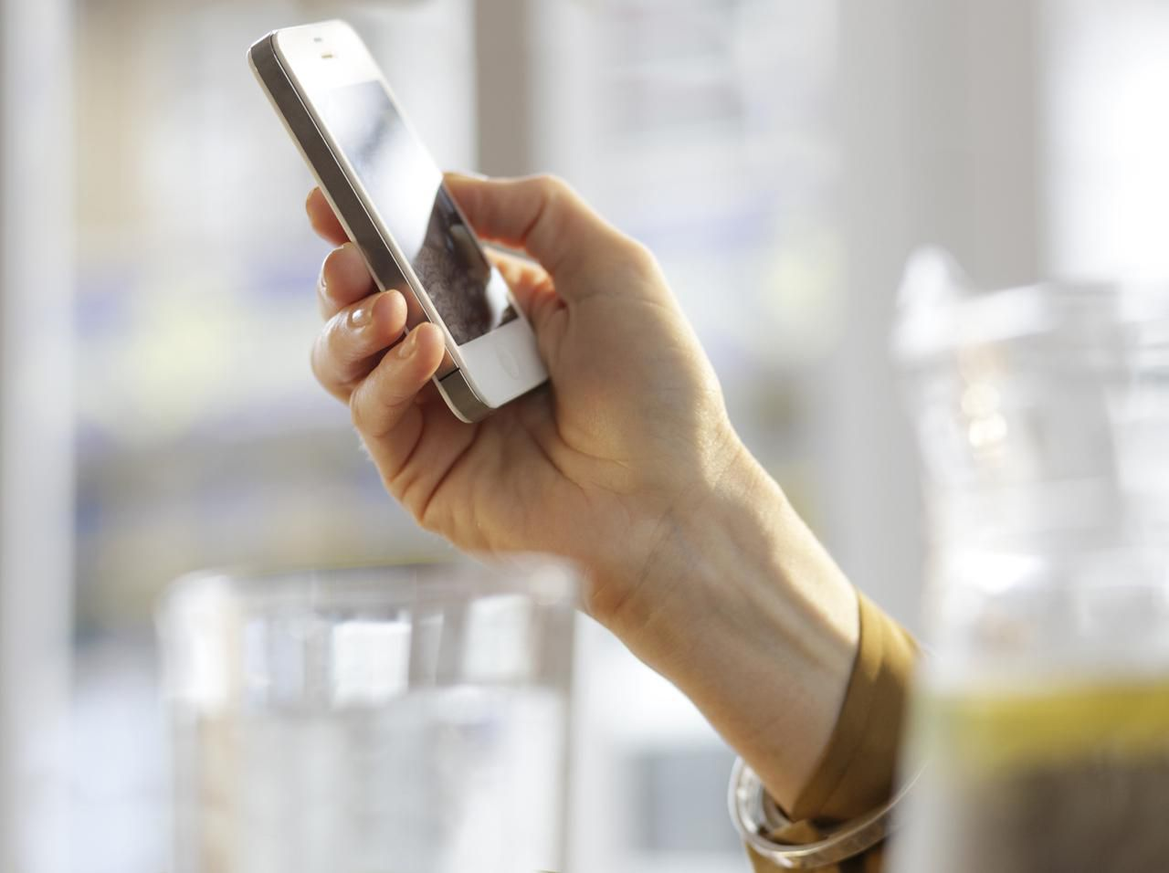 5 Ways to Get Into the Mobile Phone Business without Selling Phones
