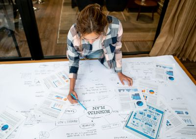 Creative business woman drawing a business plan