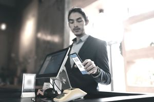 Customer using contactless payment