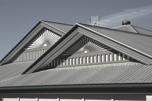 House roof with standing seams roofing.
