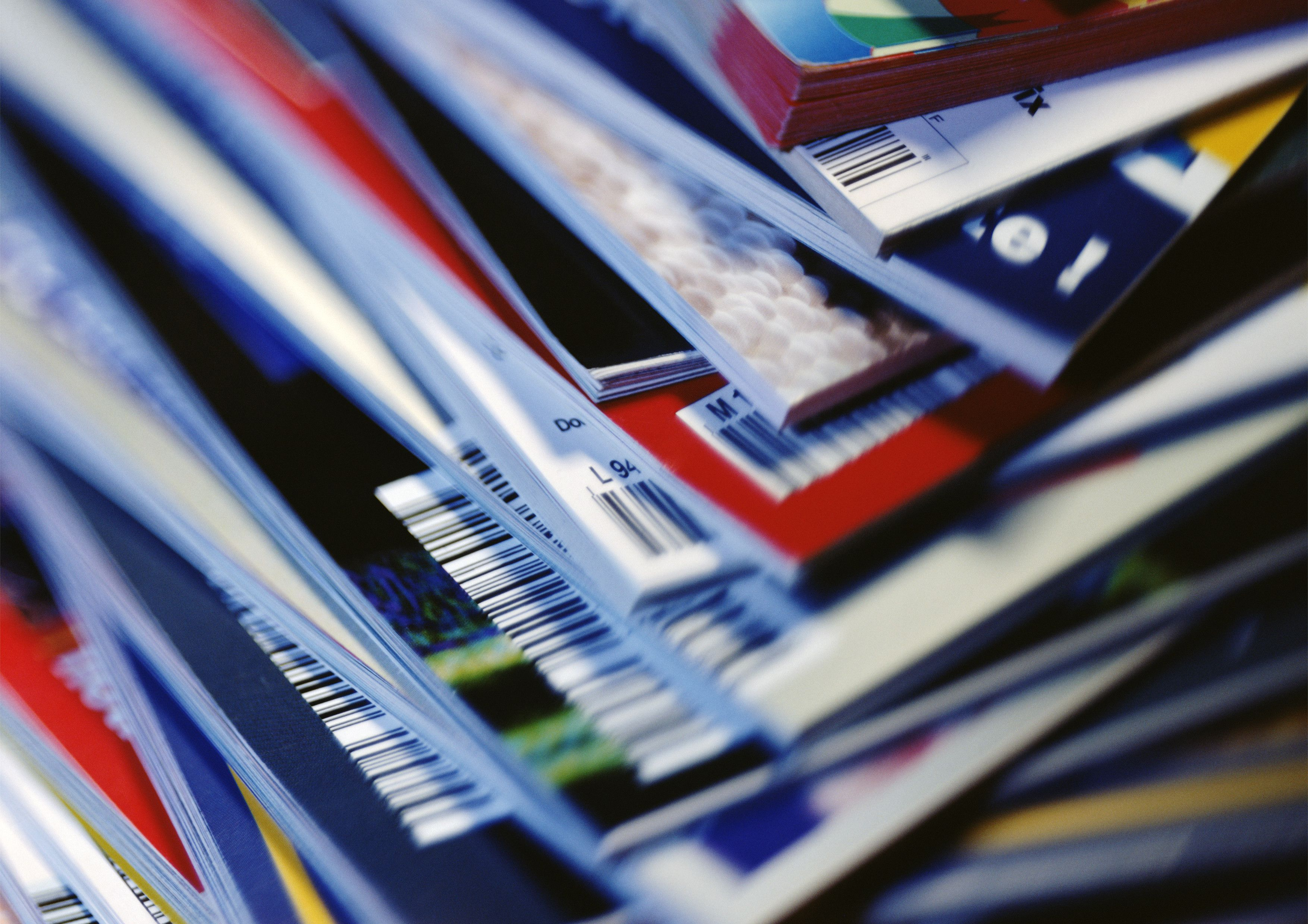 disorderly-stack-of-magazines--extreme-close-up-on-corners-with-barcodes--full-frame-pha025000083-5c171a1cc9e77c0001c742fa.jpg (3508Ã?2480)