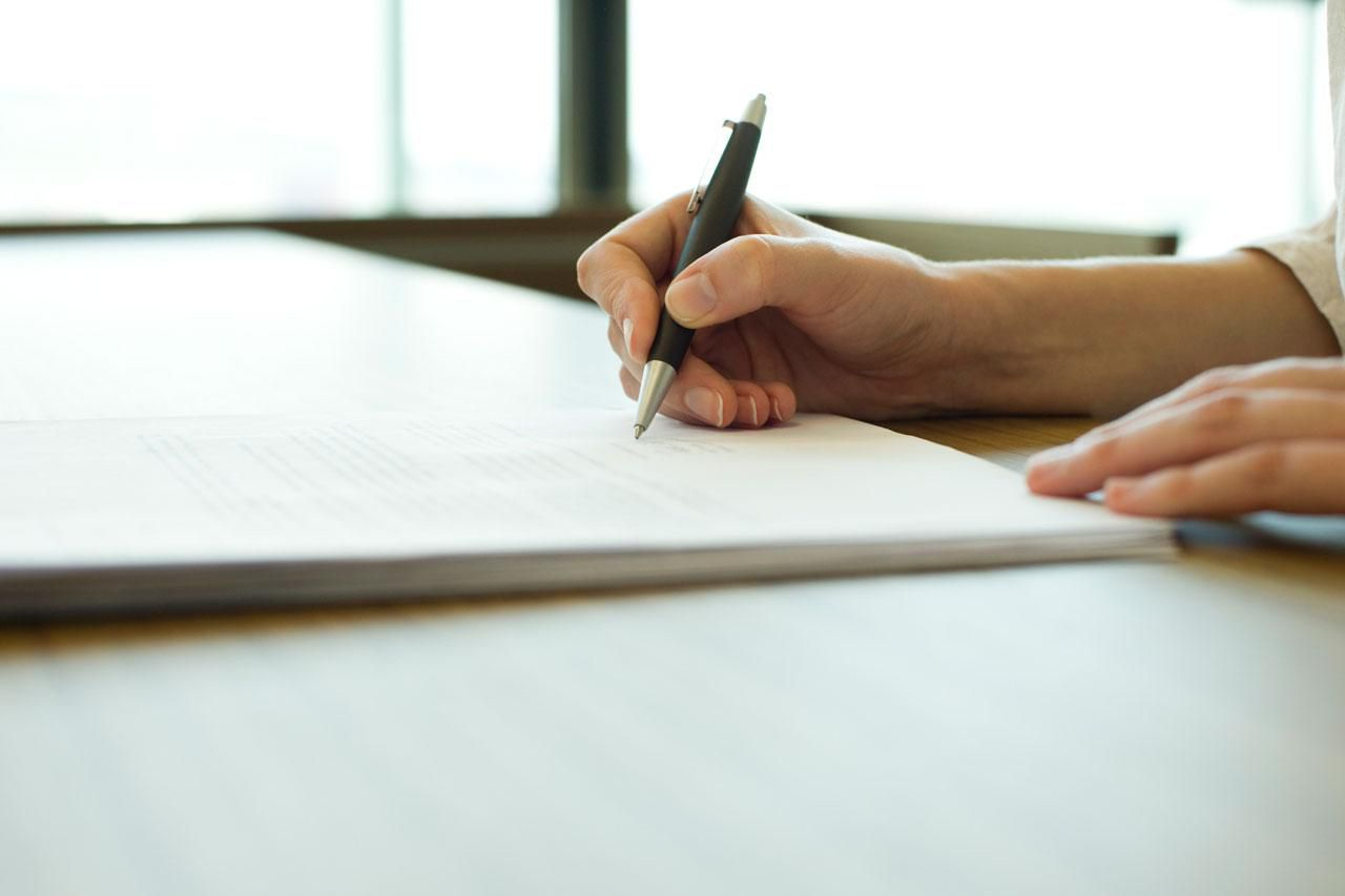 Here's What to Know and Include in a Freelance Writing Contract