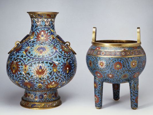 Vase and three-legged incense burner, Ming dynasty. China, 16th century