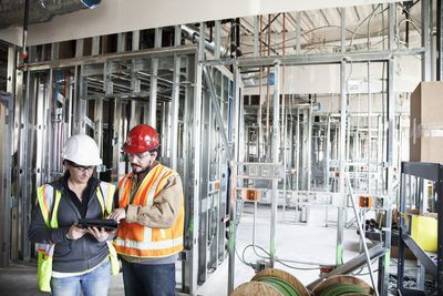 A construction engineer and contractor discussing a project that uses agile construction management style