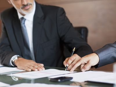 Signing the contract after the negotiation