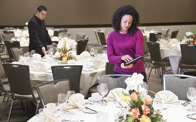 How to Start a Wedding Planner Business