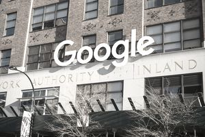 Google updates their logo in New York