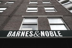 Front of a Barnes & Noble bookstore building