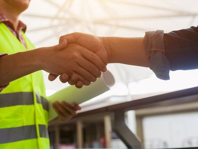 Contractor and owner agreeing to a lump sum construction contract