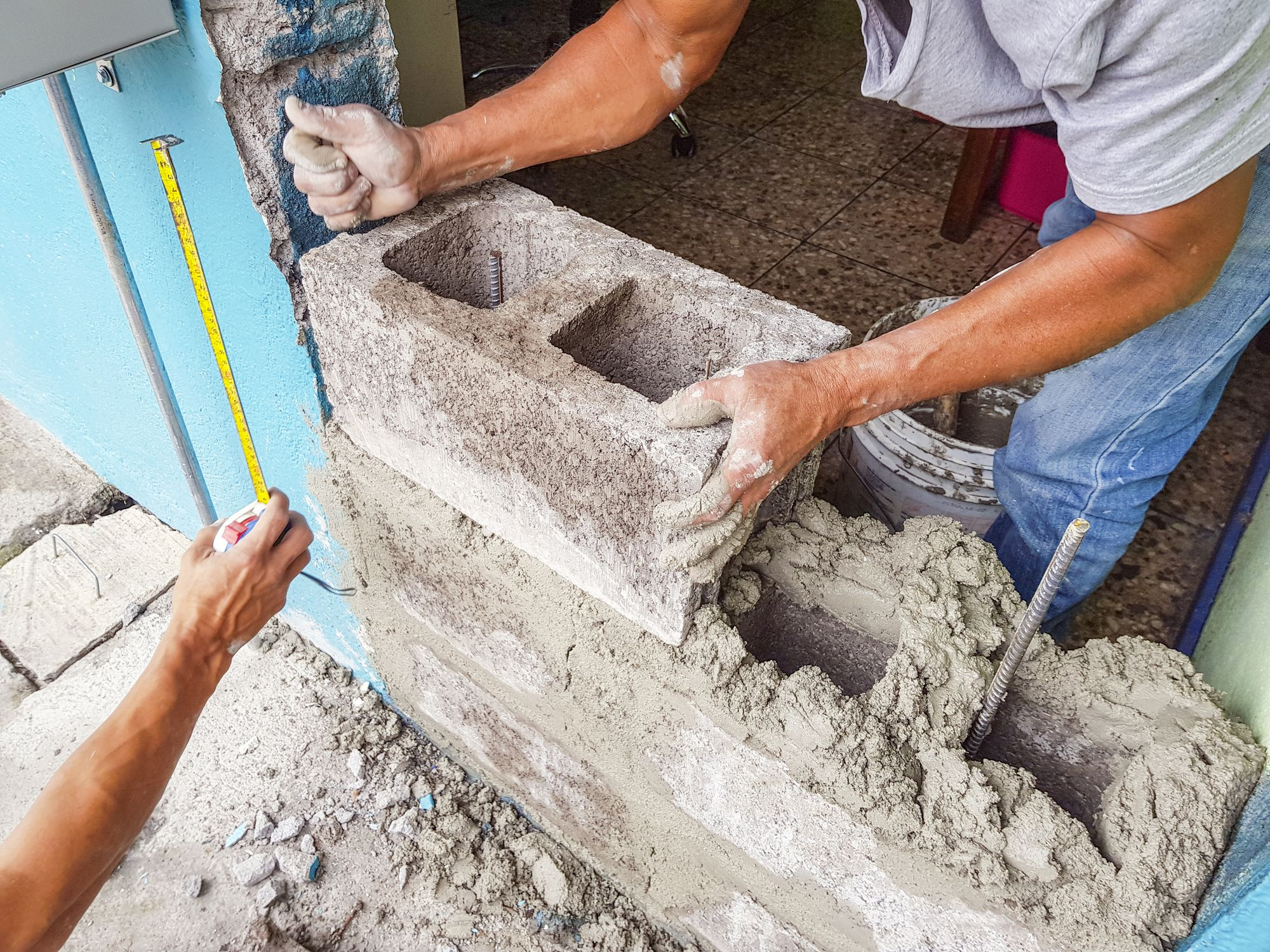 how to build a concrete block wall