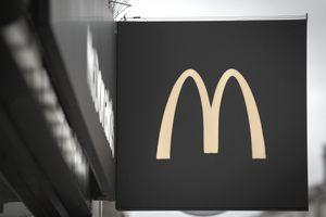 A popular sign of the McDonalds logo.