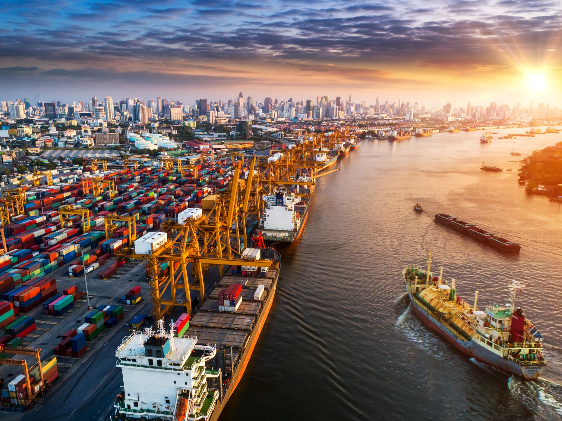 Exporting Goods and the Global Supply Chain
