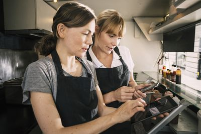 Restaurant manager trains employee on POS to reduce employee theft.