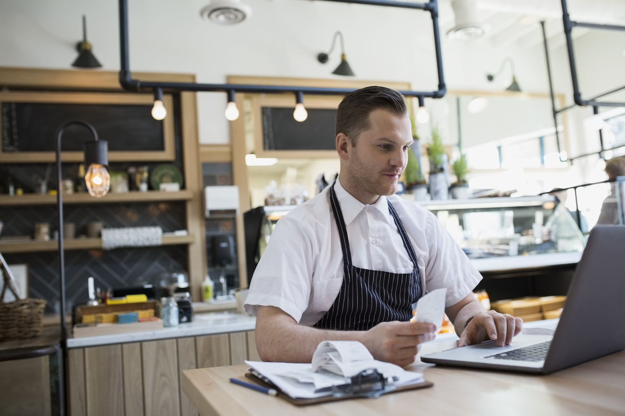 8 Reasons to Get a Small Business Credit Card