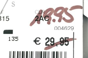 A price tag showing a marked down product in euros.