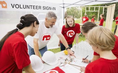 The Do's and Don'ts of Tax Deductions for Volunteers