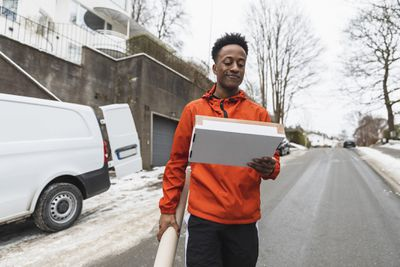 Delivery driver carrying package