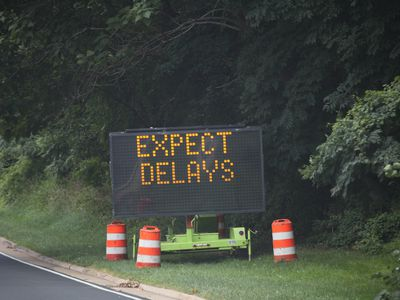 Roadway construction sign telling drivers to expect delays.