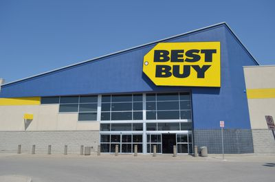 Best Buy Uses Early Tweetailing to Beat Amazon and Walmart Competition